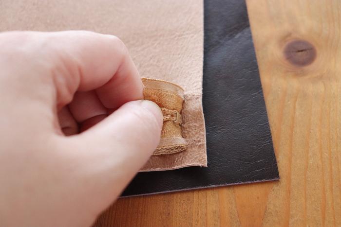 革で中ポケットを作る